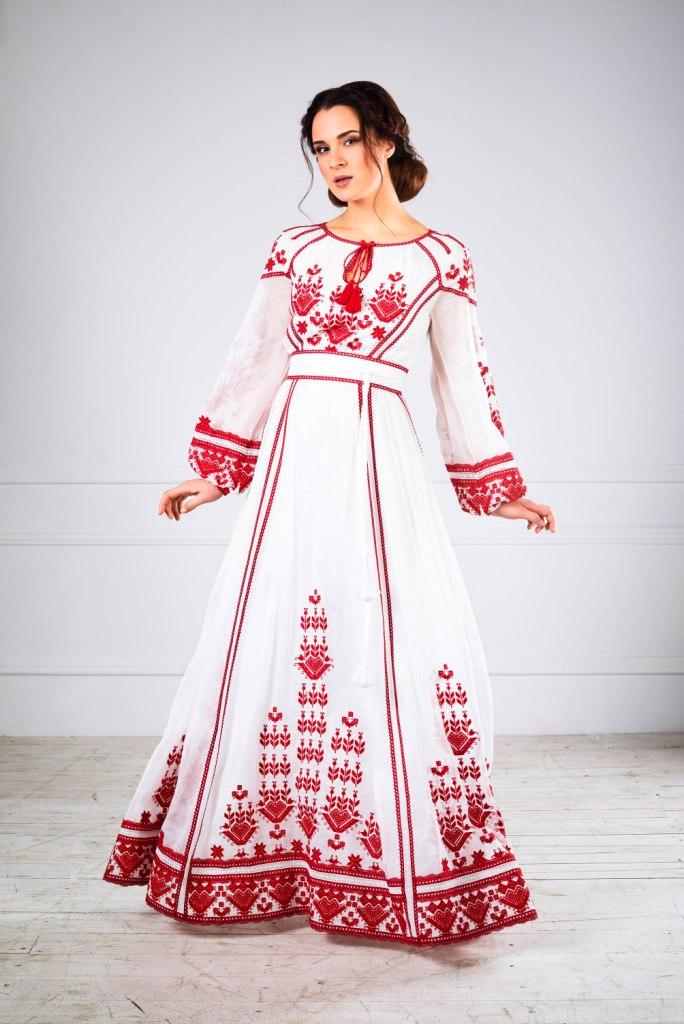 beaf6b440e8213 Вона впроваджує нові технології, розробляє ексклюзивні вишивки, створює  нові колекції та щільно планує покази, щоб про Україну знали по всьому  світу і щоб ...